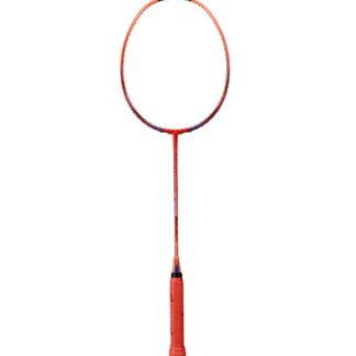 Badminton-ketcher. Farven er scarlet, dvs. rødlig, pink, orange. Håndtaget er rødt.